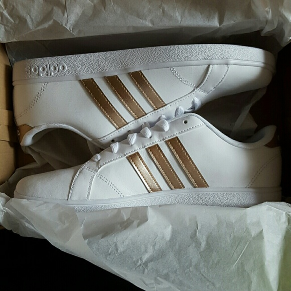 Brand new Adidas neo baseline white w/rose gold NWT
